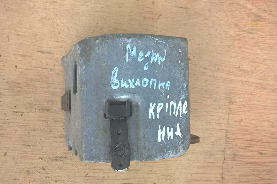 Кріплення вихлопної труби Рено Меган