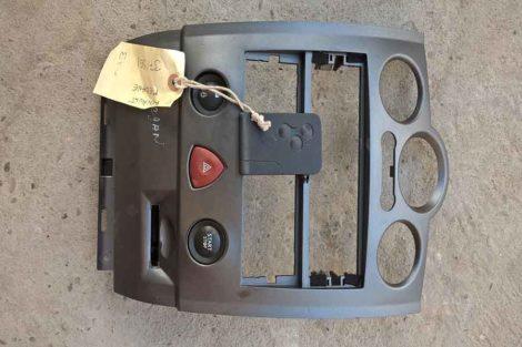 Центральний пластік в панель Рено Меган 2 1.4 2005