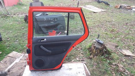 Дверка задня права VW Golf 4 2003 червоний колір