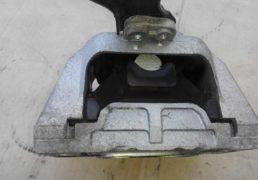 Права-моторна-подушка-Фольцваген-Гольф-4-1
