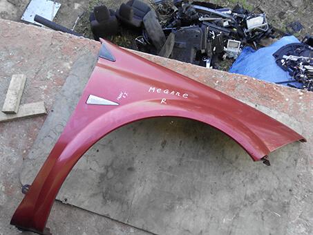 Крило передня праве Renault Megane, червоний колір.