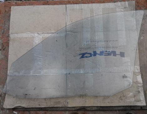 скло на передні праві двері Гольф 4