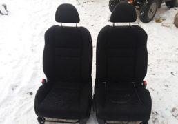 Передні сидіння Honda Accord 7